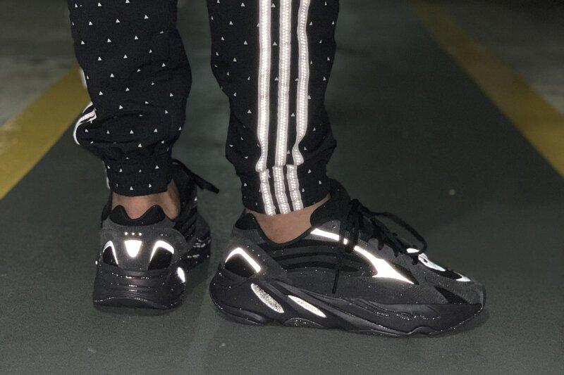 yeezy 700 v2 all black