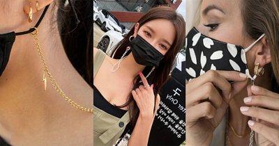 口罩鍊用法很簡單,  將鏈條扣在口罩耳繩上,  再將鏈條掛在脖子上就完成了。 法很簡單,  將鏈條扣在口罩耳繩上,  再將鏈條掛在脖子上就完成了。
