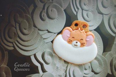 "<img src=""Hello-Kitty-on-cookies-cute-baby-sugar-cookies.jpeg"" alt=""正版-凱蒂貓-收口水-收涎-收延-餅乾-三麗鷗"">"