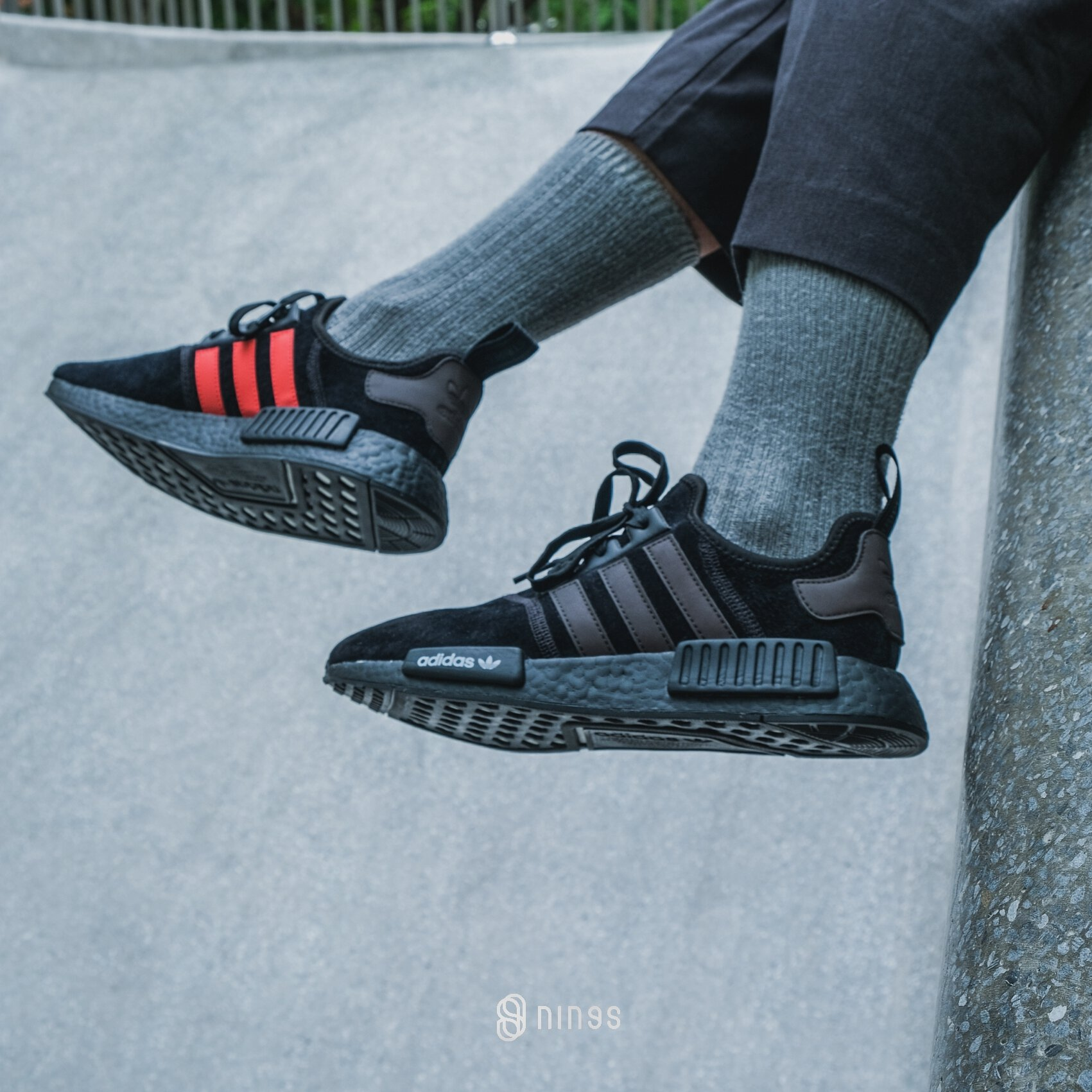 new style 04d33 7b092 ADIDAS NMD R1 BLACK/RED
