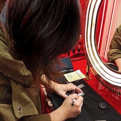 Christian Louboutin,彩妝雕刻,MSA雕刻,紅鞋跟刻字