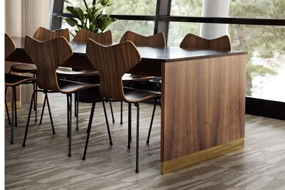 瑞典的辦公室設計空間鋪設bolon與義大利時尚設計品牌Missoni合作的 經典圖騰PVC編織設計地板