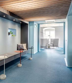 瑞典的辦公室設計空間鋪設淺藍色bolonPVC編織設計地板