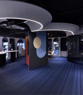 台灣的辦公室設計空間鋪設Jean Nouvel所設計的藍黑線條bolonPVC編織設計地板