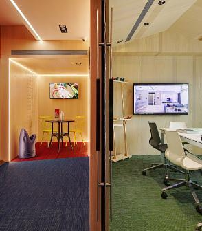 台灣的辦公室設計空間鋪設藍色綠色還有紅色線條的bolonPVC編織設計地板