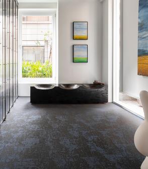 台灣的辦公室設計空間鋪設具有3D編織緹花效果的深藍色花紋bolonPVC編織設計地板