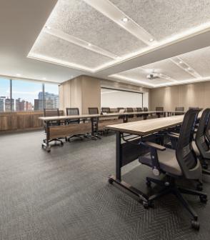 台灣的辦公室在大會議室鋪設黑色金色人字紋的bolonPVC編織地板