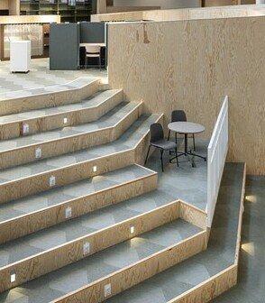 瑞典Hagaskolan學校鋪設綠色Bolon設計編織地板做現場拼花呈現不一樣的設計