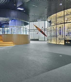 上海奉賢展覽館鋪設深淺灰色的大塊現場拼花瑞典Bolon編織地板