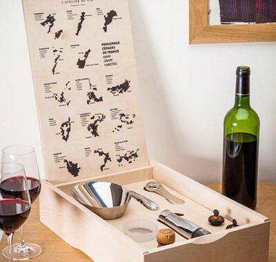 Gift boxes of essential wine tools