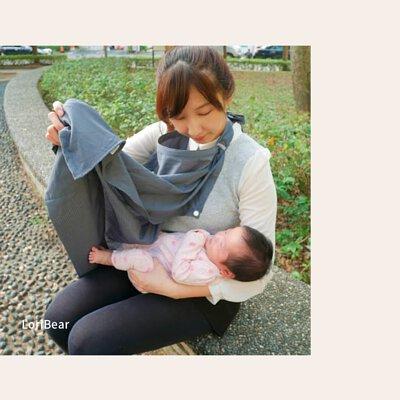 """""""有了這條哺乳巾以後,到處都是我的哺乳室。安全隱密,就算在外親餵也不會害羞。讓媽媽們更愛帶寶寶出門走走,值得購買的育兒好物~"""" 蘿莉貝兒  #原來六甲村那麼好用"""