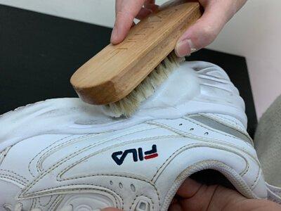 刷洗FILA鞋