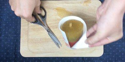 冷凍好脫模, 如果用紙杯的話剪開紙杯取出冰棒
