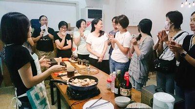 閒聊話家常 分享廚藝經驗