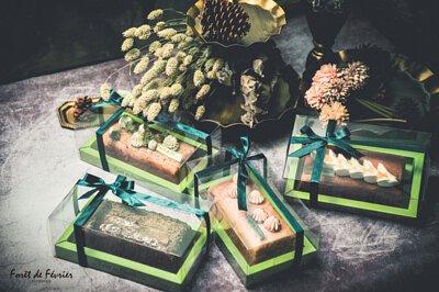 新生兒的誕生,2018最精緻彌月蛋糕推薦,高質感透明鍛帶盒型。蛋糕捲與彌月常溫禮盒給寶寶最好的祝褔
