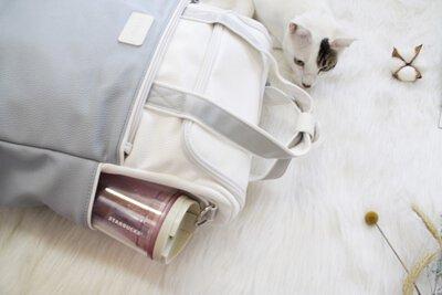 背包左右兩側都有水壺袋,也可以放置摺疊傘