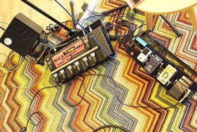 台灣知名創作歌手卜星慧來陸比音樂分享吉他音樂側拍 - 使用的器材