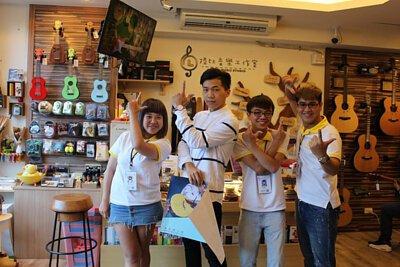 台灣知名吉他演奏家許復順來陸比音樂分享吉他創作音樂側拍-工作人員合照