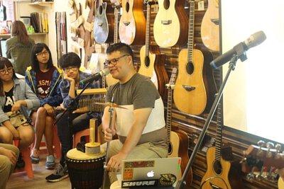 台灣知名木箱鼓演奏家劉承淵來陸比音樂分享木箱鼓與吉他搭配