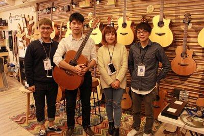 台灣知名吉他演奏家潘世程來陸比音樂與工作人員合照