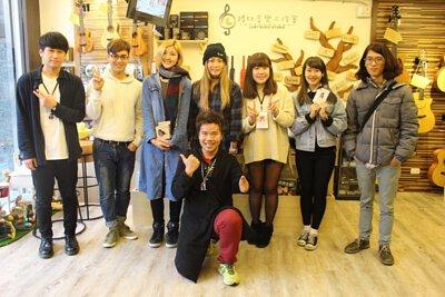 台灣知名創作歌手安妮塔克來陸比音樂分享音樂創作,木箱鼓與吉他搭配-大合照