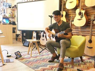 台灣知名吉他演奏家張仲麟來陸比音樂分享吉他音樂側拍