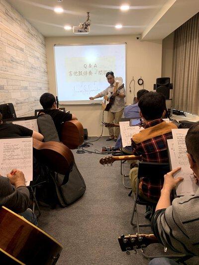 黃彥陸老師於新竹陸比音樂舉辦吉他鼓伴奏講座上課剪影