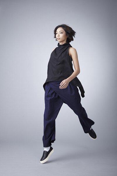 nozzle quiz 是以機能性、街頭感為精神的台灣潮流襪子品牌。以機能襪履做為出發,輕盈跳躍的女子展現出清爽的運動感。