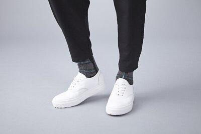 nozzle quiz 是以機能性、街頭感為精神的台灣潮流襪子品牌。以機能襪履做為出發,帆布鞋與襪子的雙重穿搭。