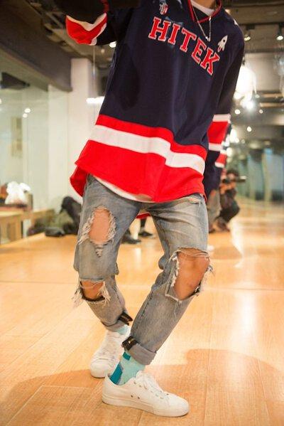 nozzle quiz 專訪 Lumi 的專業舞者 阿信,侃侃而談街頭舞者與台灣街舞文化,帽T、棒球帽、帆布鞋、牛仔褲,襪子,街頭舞者的定翻穿搭。