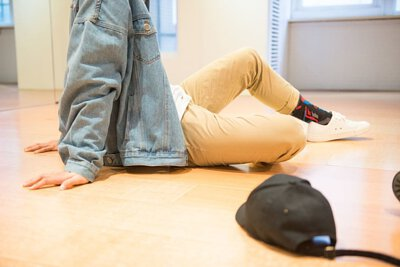 台灣機能襪履品牌 nozzle quiz 專訪 Lumi 的專業舞者 阿信,侃侃而談街頭舞者與台灣街舞文化,帽T、棒球帽、VANS、牛仔褲,襪子,街頭舞者的定翻穿搭。