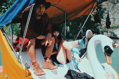 台灣街頭機能襪履品牌 nozzle quiz ,前往新店碧潭去衝浪,日式工裝 x 機能襪子 的搭配碰撞出夏日玩樂形象,腳踩天鵝船也是必要的