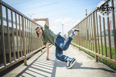 nozzle quiz 是以機能性、街頭感為精神的台灣潮流襪子品牌。 以新穎機能襪履打造兼具質感、運動性、舒適手感、抗菌除臭功能的彈性除臭襪。 不論流行風格的涼鞋或經典球鞋、帆布鞋、VANS 穿搭,都能詮釋自己的造型穿搭與搭配細節。