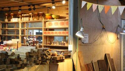 萊富屋原木生活館 拐杖小商店