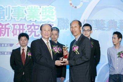 所長茶葉蛋-獲得103年新創事業獎頒獎照片