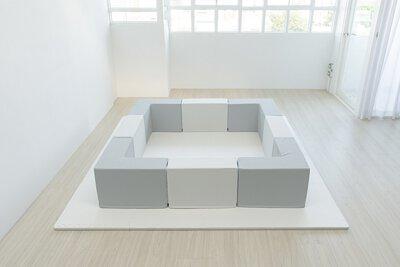 等孩子活動力大一點之後,再增加方塊擴充圍欄的空間。