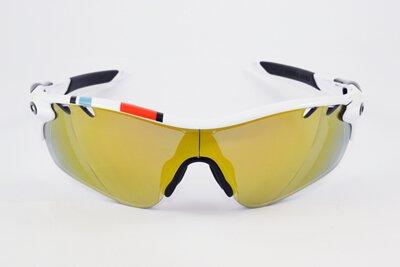 最新各色深淺「水銀鍍膜」技術  讓鏡片不只擁有高清晰,變色,防潑水功能;可以個人喜好選擇搭配多樣化淺水銀鏡面顏色,有效降低反光  抗UV紫外線,打造個人專屬風格,讓您的眼鏡更加獨一無二。(OAKLEY鏡架))