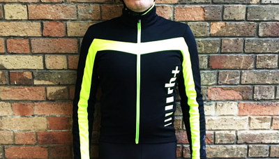 冬季自行車衣外套特別難選擇,需要考慮到保暖性,長時間騎乘時不能悶熱;需要舒適性,但不能太寬鬆與厚重,否則會產生空阻;但好消息是