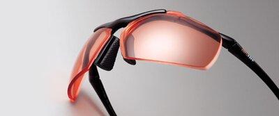 最強高彎度有度數運動防爆鏡片  經由ZeroRH+日本分公司研發製作鏡片3D切割技術消除菱鏡效應,有效克服運動眼鏡彎度產生之不適感。