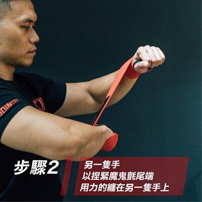蓋伊示範護腕配戴步驟
