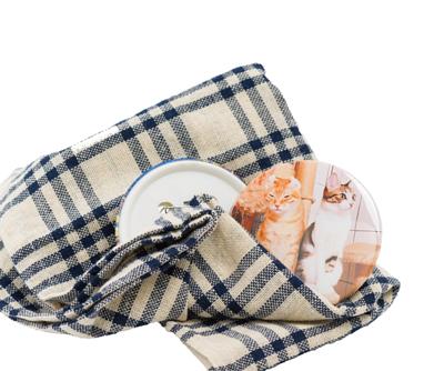 印上貓咪照片的客製化別針胸章(使用情境)