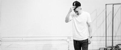 《Detail》雜誌時尚總監Eugene Tong,以Bread&Boxers白色素T作為平日搭配的第一步。