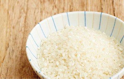 白衣泛黃有效去污第一招:洗米水+橘子皮