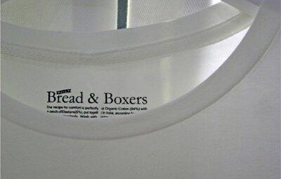 白衣泛黃有效去污第二招:用氨水洗衣服