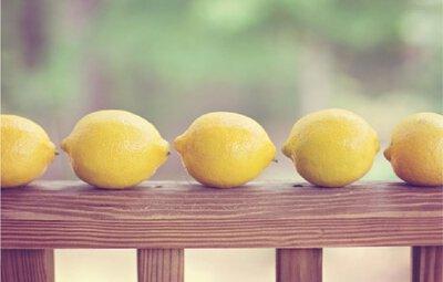 白衣泛黃有效去污第三招:檸檬汁