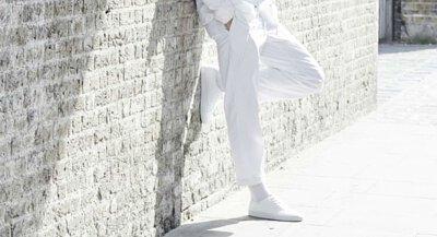 白T太透只能當衛生衣穿?版型才是關鍵因素,挑對怎麼穿都時尚