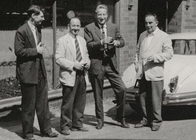 Dr. Klaus Maertens(左三)與 Griggs制鞋公司