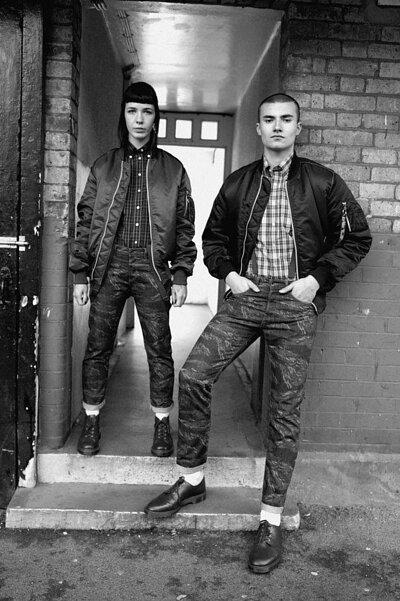 光頭黨 Skindeads穿搭 / 馬汀鞋、牛仔窄款褲、MA-1軍裝外套