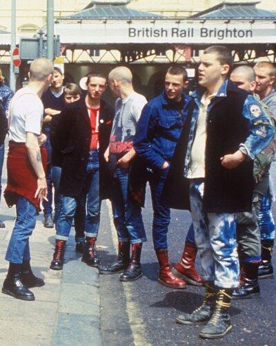 Skindeads 光頭黨穿搭/Dr. Martens馬汀鞋當時只出產黑色與櫻桃紅色