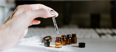 aromatherapist in shop, aromatherapy advice, learn essential oil, gift idea, health advice
